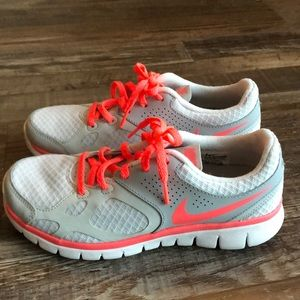 Nike Flex Women's Sneakers Size 6